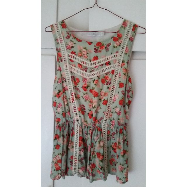 Quirky Circus size 8 peasant top