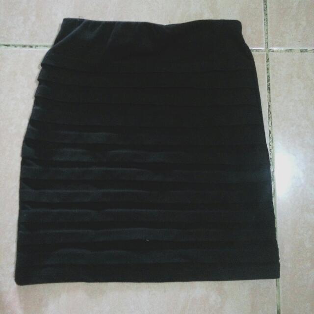 Short Skirt Hitam