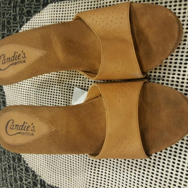 slightly used open toe sandals.leather and bought in usa.