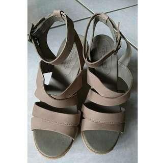 Timberland厚底涼鞋