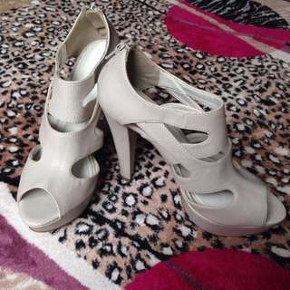 RESERVED (Markdown!) Charles & Keith Shoe Size 36