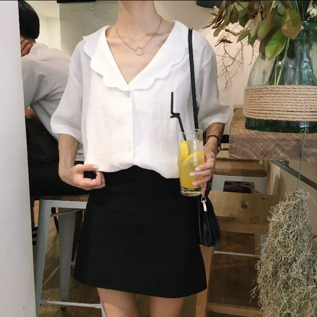 花領寬口白襯衫
