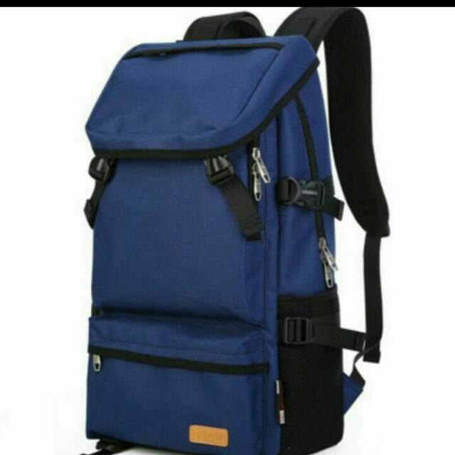 深藍實用後背包
