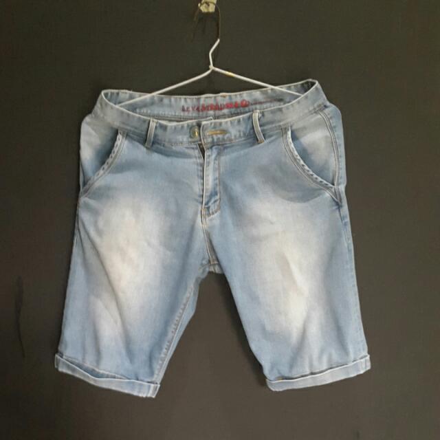 Celana Pendek Jeans Slim Fit Ukuran 29 / 30