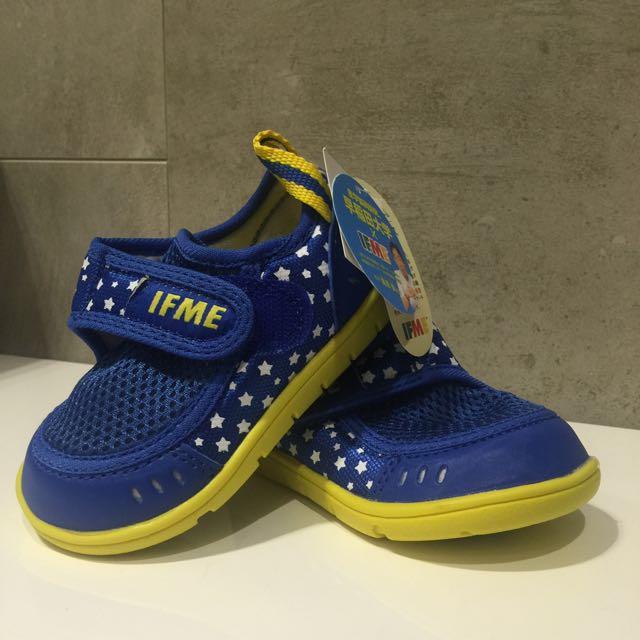 日本 IFME 超輕透氣水涼鞋 藍色星空 14cm