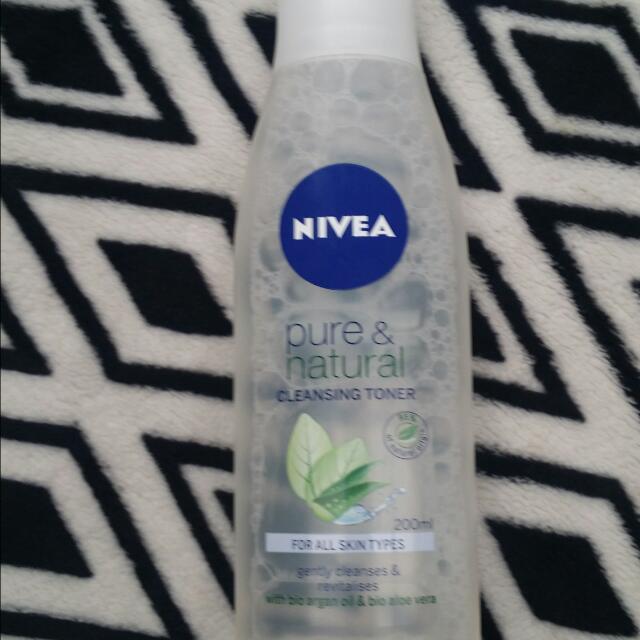 Nivea Pure & Natural Cleansing Toner 200ml