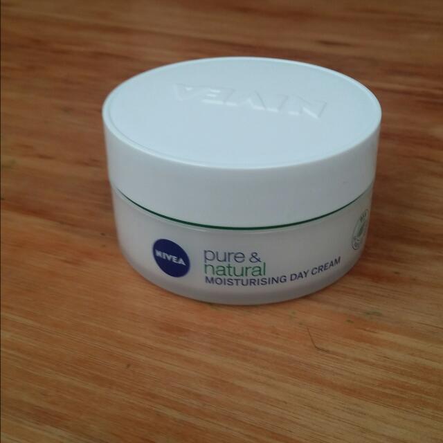 Nivea Pure & Natural Moisturising Day Cream 50ml