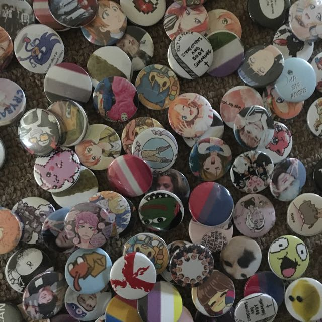 PINS PINS AND A LOT OF THEM (ノ◕ ワ◕)ノ*.:*☆