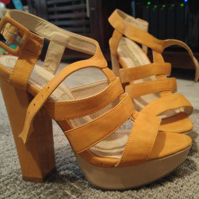 Strappy Platforme Sandals