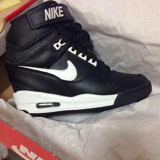Nike 內增高球鞋
