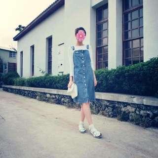 淺藍色牛仔吊帶裙