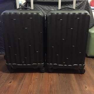登機行李箱2個