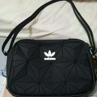 ISSEY ADIDAS AIRLINER ( ON HAND )