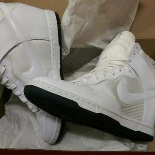 Nike Dunk Hi 內增高白色