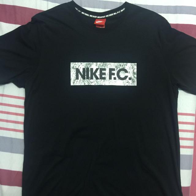 NIKE FC 短t
