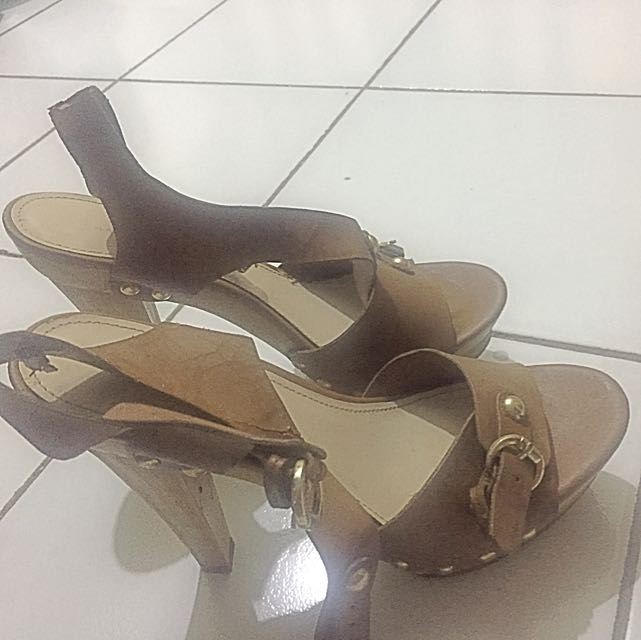 Sepatu Charles And Keith Original