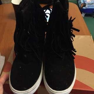 流蘇內增高短靴