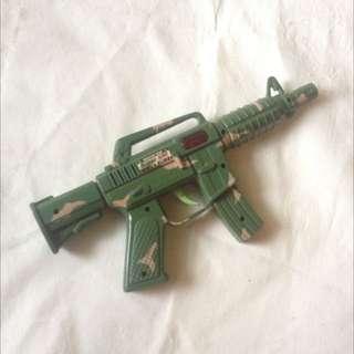 Mainan Pistol Pistolan