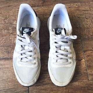 Nike Internationalist 23.5