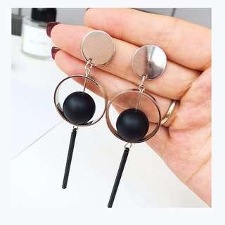 ✹現貨✹ 黑色球球復古優雅銀色耳環  ☝☝☝店內三副現貨款一起帶免運☝☝☝