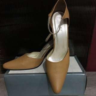 Sepatu Warna Beidge . Merk Linea Pelle . (kulit Asli)