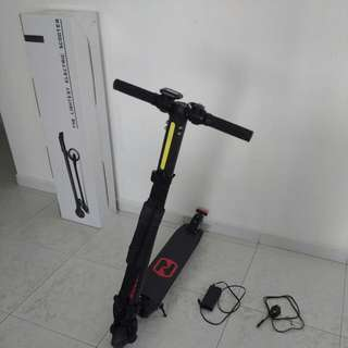 (SOLD)  Authentic Full Carbon Fibre Nextdrive E-Scooter, 10.4ah Battery (With Box)