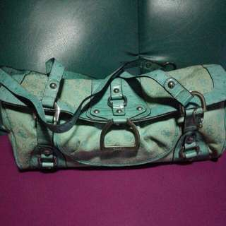 Pre Loved Guess Barrel Bag In Mint Condition... No Charms Na Po Please Check Pictures