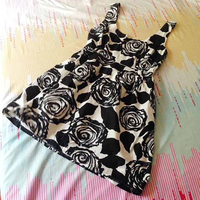 Black And White Dress M- L