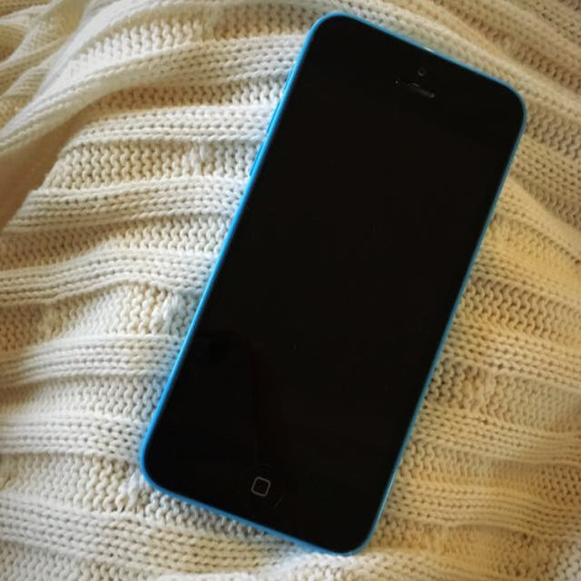 iPhone 5c !!! (MAKE OFFERS)