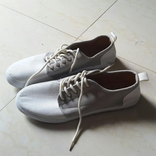 Sepatu Cotton On Ukuran 42