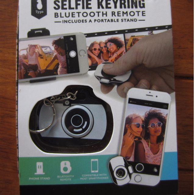 Typo Selfie Keyring Bluetooth Remote