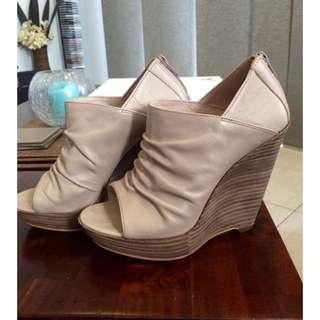 Size 6 Wittner Heels