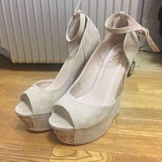 杏色裸色楔型鞋