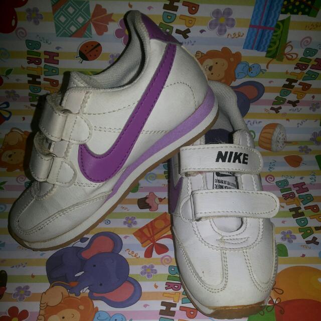Sepatu Nike Anak (Putih Ungu)