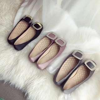 🚚 韓國經典rv款方釦簡約圓頭金屬方扣綢緞豆豆底平底鞋 三色34-39