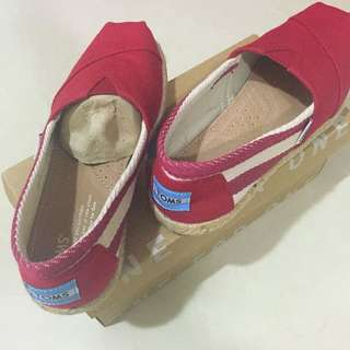 TOMS 紅鞋 降價啦!!!