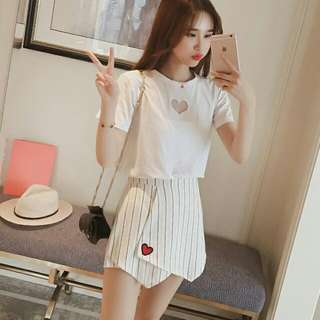 愛心短袖+高腰條紋短裙