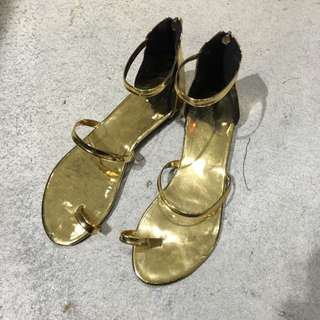 全新涼鞋25 特價300