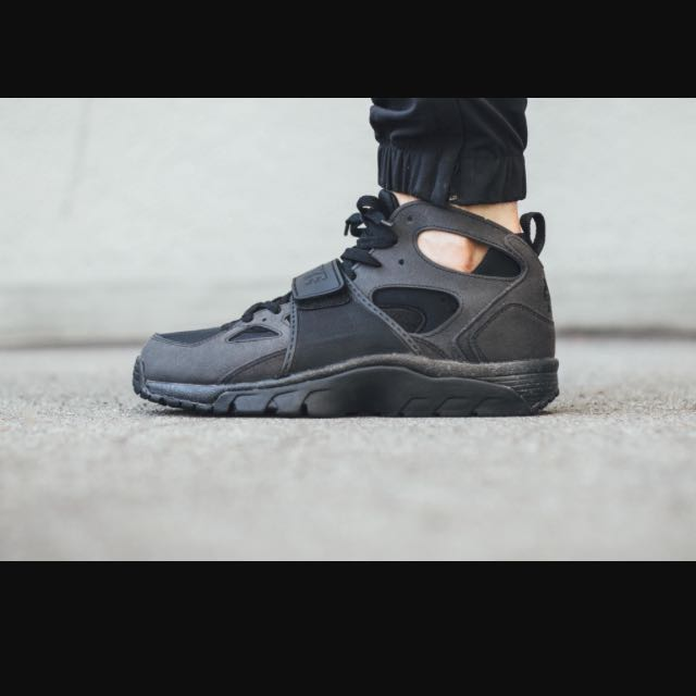 official photos 7d33e cd5eb ... amazon nike air trainer huarache in triple black mens fashion footwear  on carousell f06b0 84678