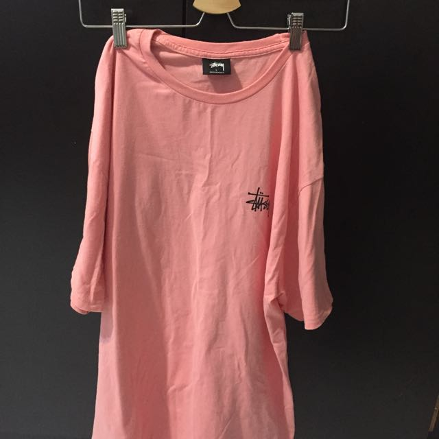 Stussy粉色上衣