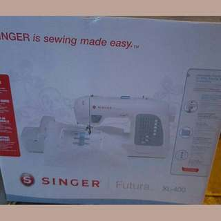 Sale.🌲🌲🌲Singer Sewing Machine With Embroidery