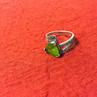 Marcasite Sterling Silver Rig With Real Peridot