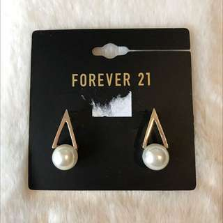 New Forever 21 pearl inspired earrings