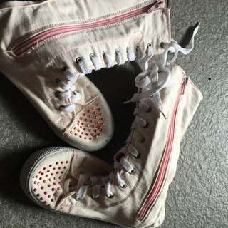 Its a long canvas Girls Boots