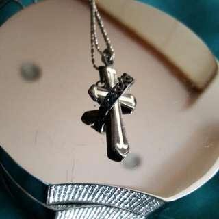 十字架皇冠項鍊
