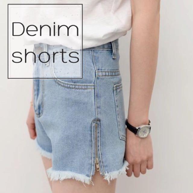 | 淺藍水洗 側拉鍊短褲 |