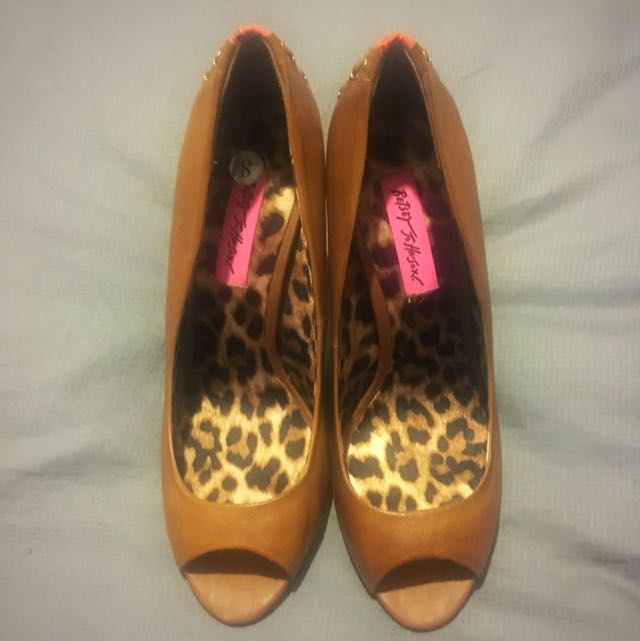 Betsy Johnson Pumps - Size 8, fits small