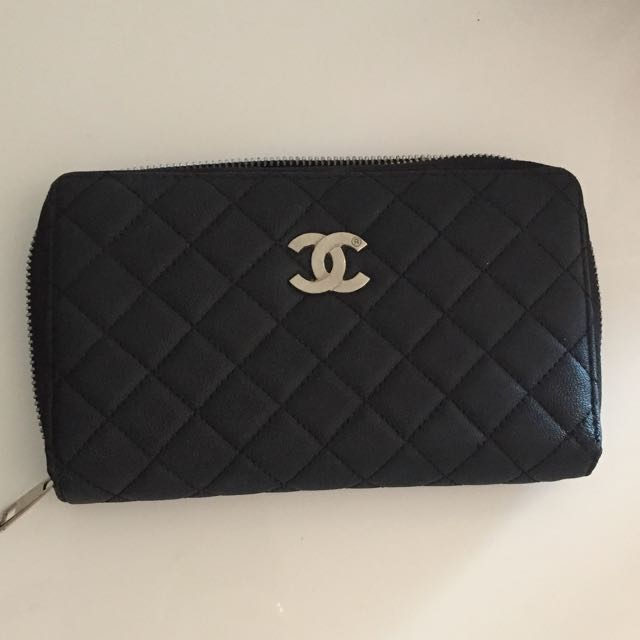 Chanel Wallet!!