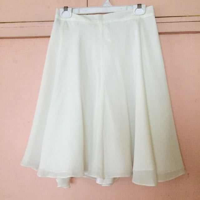 Rustan's White Crepe Skirt