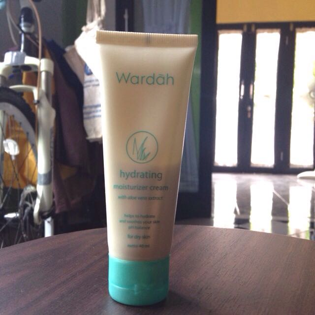 Wardah Hydrating Moisturizer Cream 40ml